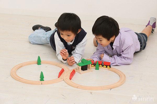 汽車のおもちゃ ブリオ社(BRIO)
